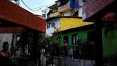 Dulu, ada saja yang tewas terbunuh di gang atau jalanan Comuna 13. Tidak ada yang berani datang ke sini, kecuali pembeli dan penjual narkoba.