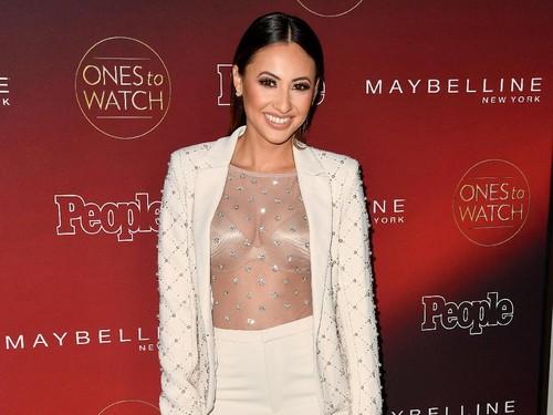 Sahabat Selena Gomez yang Beri Ginjalnya Pamer Bekas Operasi di Red Carpet