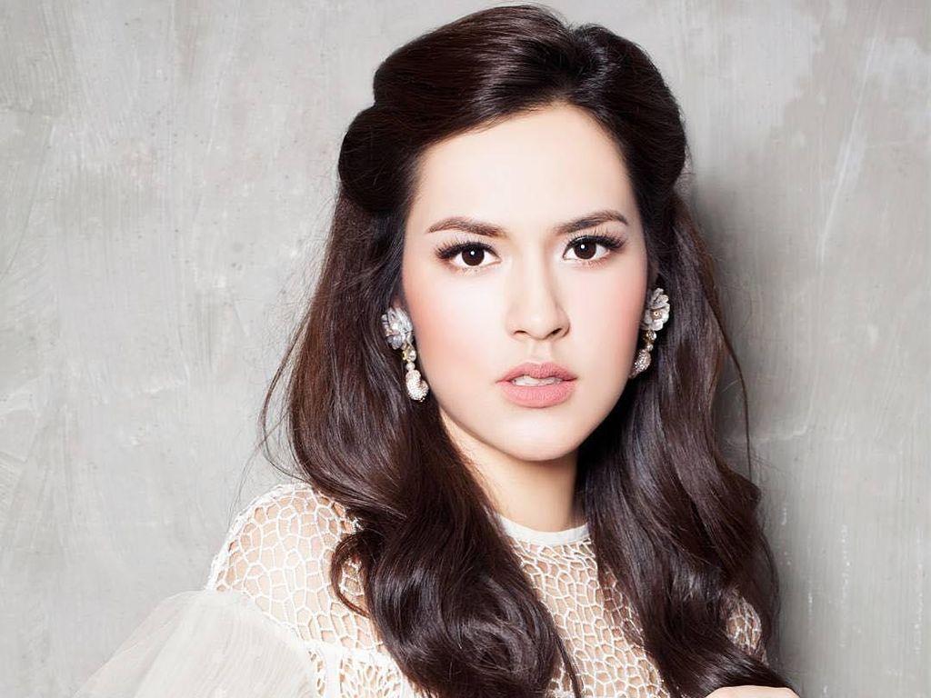 Foto: Adu Gaya Makeup 7 Penyanyi Wanita Indonesia, Semuanya Cantik!