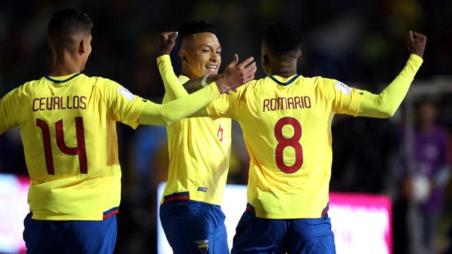 <p>Timnas Argentina langsung dalam tekanan setelah Ekuador mencetak gol cepat pada menit pertama melalui Romario Ibarra (8). (REUTERS/Henry Romero)</p>