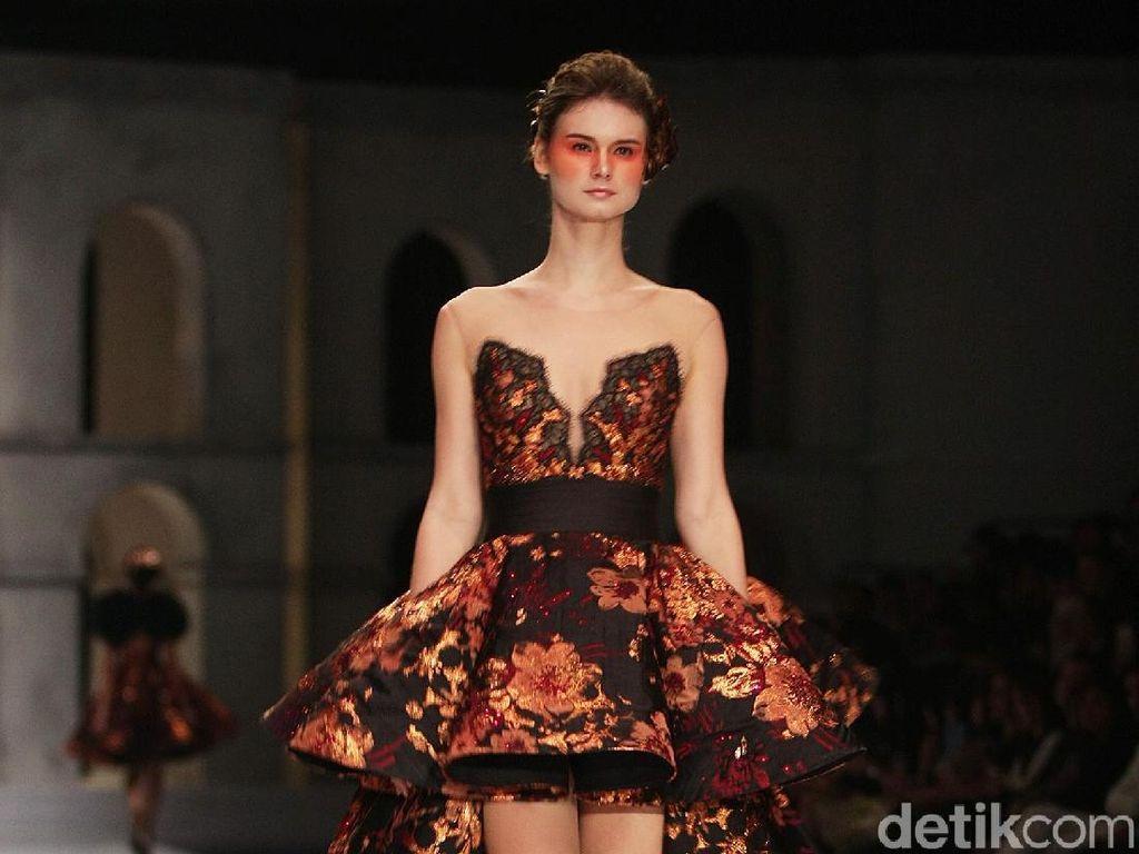 Foto: 25 Koleksi Karya Terbaru Desainer Sebastian Gunawan