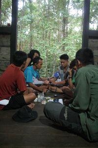 Ada juga layanan klinik keliling untuk menjangkau warga desa secara lebih luas. (Foto: Facebook/Alam Sehat Lestari)