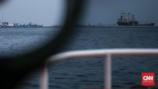 Kapal Layar Polandia 'Dar Mlodziezy' Berlabuh di Jakarta