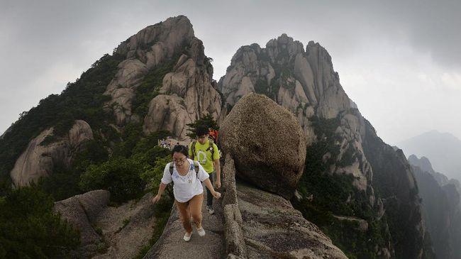 Hasil gambar untuk gunung huangshan