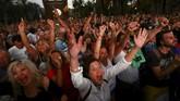 <p>Penundaan ini pun menuai tanggapan beragam dari warga Catalonia yang sudah menyumbangkan suaranya dalam referendum itu. (Reuters/Ivan Alvarado)</p>