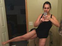 Wanita ini menunjukkan bagian kakinya yang masih menjalani operasi pembuangan kulit ekstra setelah berhasil diet. (Foto: instagram/megankrachow)