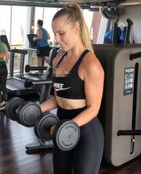 Intinya, cintai tubuhmu dan bangga dengan apa yang kamu miliki. Namun, tetap harus memperhatikan kesehatan dengan rajin olahraga ya seperti Chessie! (Foto: Instagram @chessiekingg)