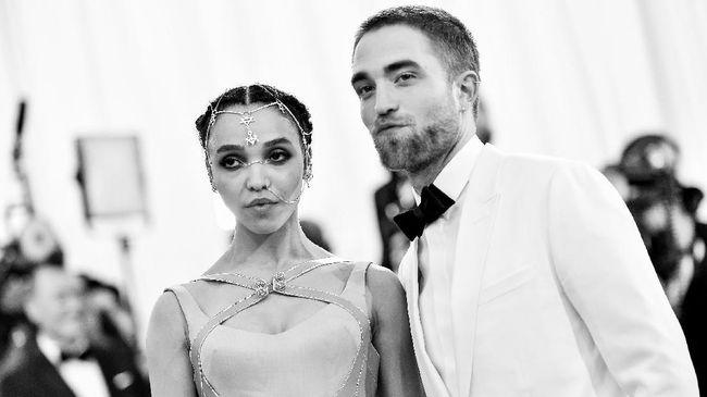 Pertunangan Robert Pattinson & FKA Twigs Disebut Kandas