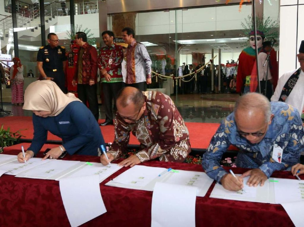 Acara peresmian itu juga ditandai dengan penandatangan nota kesepahaman antara berbagai pihak. Foto: dok. Bank DKI