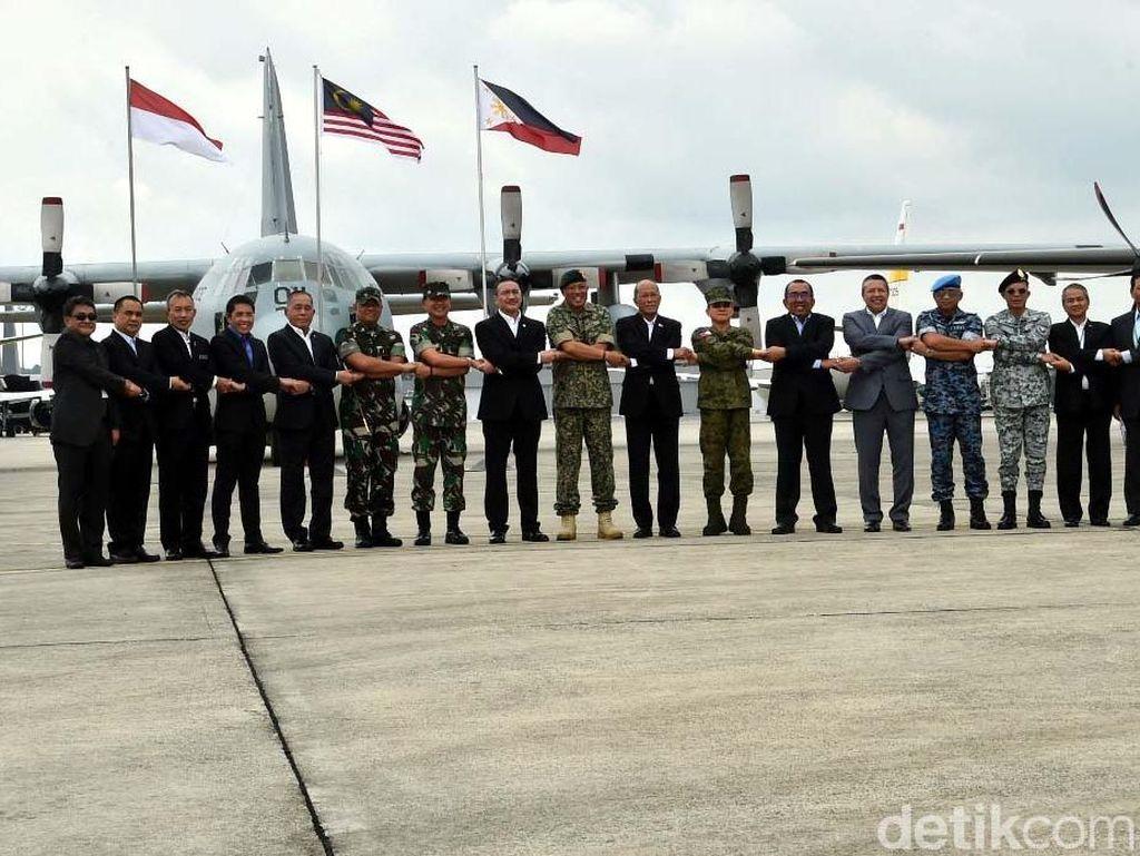 Kerja sama ini merupakan bentuk komitmen dari tiga negara dalam menjaga stabilitas keamanan wilayah yang menjadi tanggung jawab bersama. (Puspen TNI)