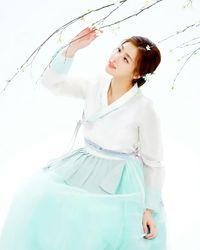 Benar-benar memancarkan kecantikan wanita Korea ya? (Foto: Instagram @reveramess_)