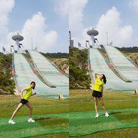 Pagi hari juga diisi dengan olahraga lari. Waduh, liat kakinya yang jenjang dan langsing bikin makin semangat olahraga ya! (Foto: Instagram @reveramess_)