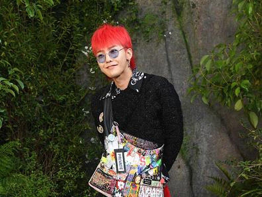 Foto: 10 Bukti G-Dragon Sering Pakai Baju Wanita Tapi Tetap Ganteng