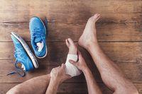 Ankle sprain atau keseleo dalam bahasa Indonesia adalah cedera karena otot ligamen di pergelangan kaki tertarik. Cedera ini bisa terjadi dalam cabang olahraga apapun dan dapat ditangani dengan metode RICE (rest, ice, compression dan elevation). (Foto: ilustrasi/thinkstock)