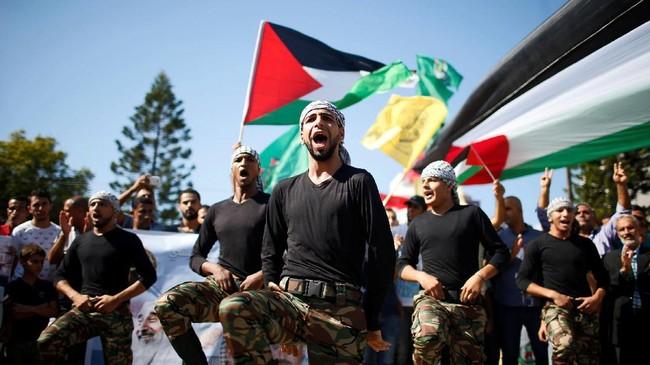 Parade Palestina di Jalur Gaza dalam perayaan menyambut kesepakatan damai antara Hamas dengan Fatah.. (REUTERS / Suhaib Salem).