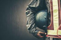 Orang yang bekerja di sektor konstruksi juga perlu memiliki tubuh yang bugar dan kuat. Sehari-hari mereka bisa menghabiskan waktunya di luar ruangan mengoperasikan alat-alat berat. Foto: Thinkstock