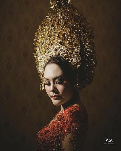 Foto: Hiasan Kepala Pengantin Adat Indonesia yang Mewah dan Megah