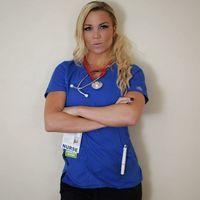 Dengan keahliannya sebagai perawat dan pelatih kebugaran, Lauren berusaha untuk mengajak para pasiennya meningkatkan tingkat kesehatan dengan mengubah gaya hidup. (Foto: instagram/laurendrainfit)