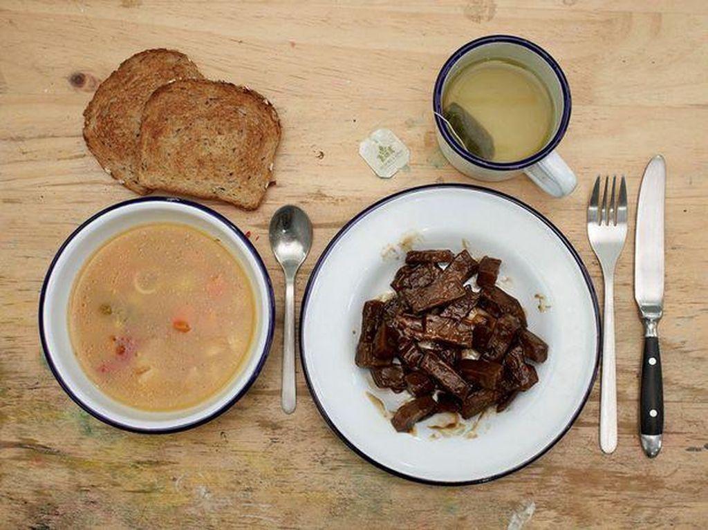 Ferdinando Nicola Sacco & Bartolomeo Vanzetti memilih makanan sederhana untuk santapan terakhirnya. Ada sup, daging, roti panggang dan teh. Keduanya terlibat dalam kasus pembunuhan saat mencuri. Foto: Mirror