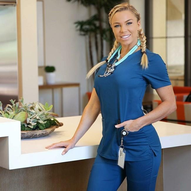 Potret Model Fitness yang Juga Disebut Perawat Terseksi Sedunia