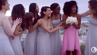 Media iklan berbentuk video juga menjadi metode yang ampuh untuk mengampanyekan kanker payudara, selain dengan melepas beha, dengan menyelipkan fakta tentang kanker ini. Iklan ini misalnya, memperlihatkan satu wanita bergaun putih yang bisa tetap bahagia mendapat buket bunga pernikahan walau berbeda dengan delapan teman perempuan lainnya yang menggunakan gaun putih. Foto: Youtube