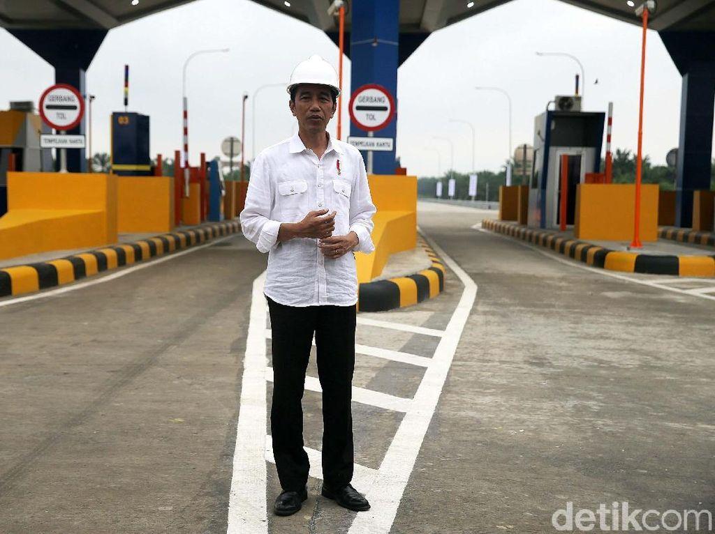 Peresmian 2 rua stol sepanjang 52 km itu dilakukan di Gerbang Tol Kualanamu, Deli Serdang, Jumat (13/10/2017).