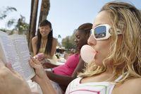 Mengunyah permen karet selama beberapa menit juga terbukti dari beberapa penelitian bisa meningkatkan daya ingat dan konsentrasi. Foto: Thinkstock