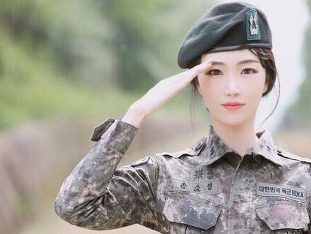 Foto: Berwajah Imut dan Cantik, Tentara Ini Populer di Instagram