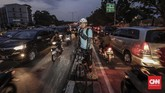 Restu Aji (29)penggunasepeda bermimpi Jakarta bisa menjadi Kota yang lebih ramah bagi pengendara sepeda, pembuataan jalur khusus dan peraturan khusus bagi pengguna sepeda menjadi mimpi dibawah kepemimpinan Gubernur baru Jakarta. (CNN Indonesia/Adhi Wicaksono)