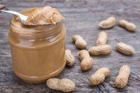 Selai kacang adalah pilihan termudah dan paling sehat untuk menambah berat badan Anda. Tambahkan satu sendok ke dalam minuman atau roti panggang Anda setiap hari. Foto: Thinkstock