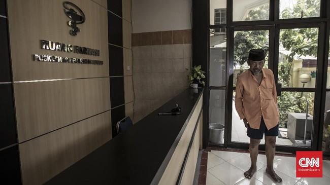 R Muustafa (63) Warga Paseban, berharap sistem Kartu Jakarta Sehat (KJS) yang telah terintregasi dengan BPJS dapat memberikan pelayanan yang maksimal, terutama pada pemberian obat-obatan dengan biaya mahal bagi pasien dengan penyakit berat. (CNN Indonesia/Adhi Wicaksono)