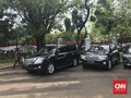 Jelang Pelantikan, Mobil Dinas Menanti Anies-Sandi