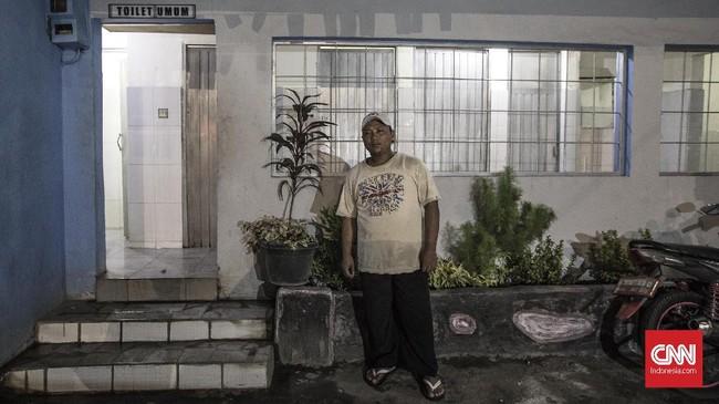 Ali Imran (33) Penjaga Mushala dan Toilet. berharap Gubernur Anies Baswedan dan Wakil Gubernur Sandiaga Uno dapat membantu warga dalam lapangan pekerjaan, salah satunya dengan bentuk memberikan pinjamana dana untuk usaha atau pemberian pelatihan bagi pencari kerja. (CNN Indonesia/Adhi Wicaksono)