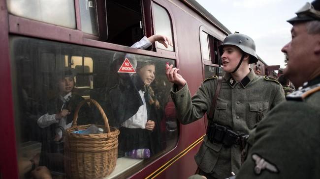 <p>Nazi tercatat terlibat perang udara di langit Inggris pada 10 Juli sampai 31 Oktober 1940 dan kalah. Momen ini dikenal sebagai Pertempuran Britania. (AFP PHOTO / OLI SCARFF)</p>