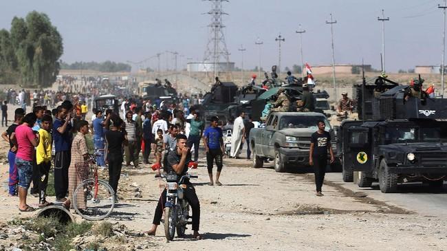 <p>Tiga pekan pasca referendum kemerdekaan, warga Kurdistan justru kehilangan wilayah kekuasaan mereka di Kirkuk. Pada Senin (16/10), pasukan pemerintah Irak merebut kota minyak besar itu. (AFP Photo/Ahmad Al-Rubaye)</p>