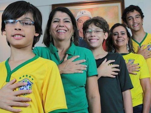 Satu Keluarga di Brazil Punya 6 Jari di Tangan dan Kakinya