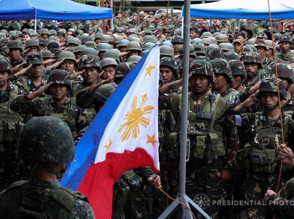 Pidato Presiden Duterte dilakukan sehari setelah dua pimpinan kelompok teroris Abu Sayyaf, Ipsilon Hapilon dan Omar Maute, dinyatakan tewas.