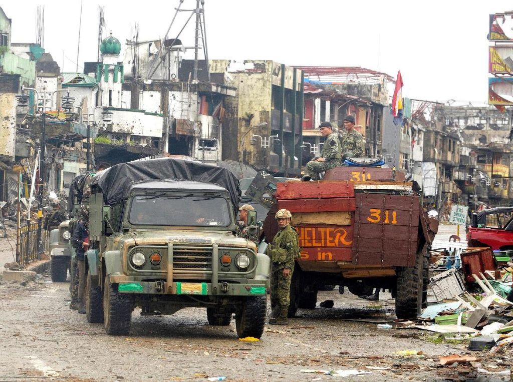 Diperkirakan masih ada sekitar 30 orang militan Abu Sayyaf yang bersembunyi di sela-sela kota Marawi.