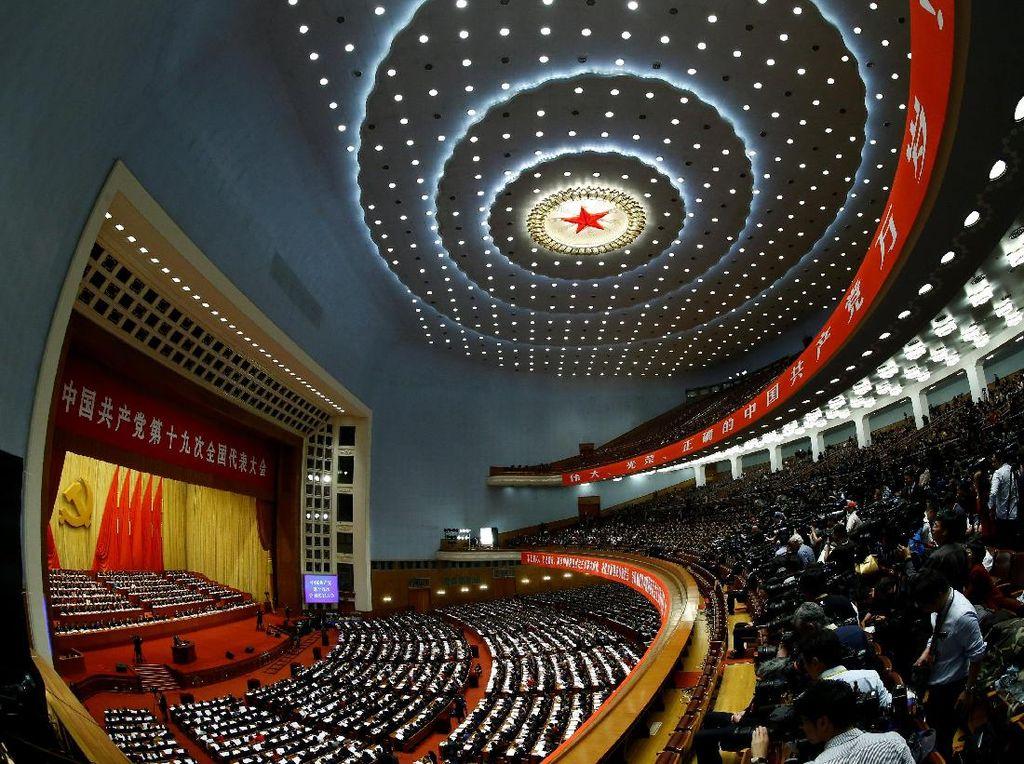Kongres ini digelar di Great Hall of the People di ibu kota Beijing dan akan berlangsung selama seminggu ke depan. Foto: REUTERS/Thomas Peter