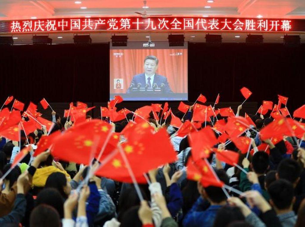 Saat Xi mengakhiri pidatonya, para delegasi memberikan tepuk tangan sangat meriah. Foto: AFP PHOTO/STR