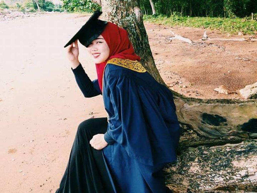 5 Pelajaran Berharga dari Foto Viral Wanita yang Pakai Toga di Kuburan
