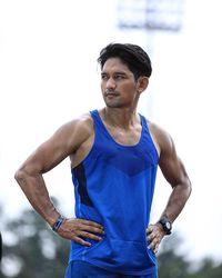 Ibnu Jamil juga getol mengikuti marathon bahkan sampai ke luar negeri. Sebenarnya tak hanya lari, ia juga menyukai olahraga futsal dan juga sepak bola. (Foto: Instagram @ibnujamilo)