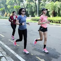 Model dan aktris terkenal Indonesia, Sigi Wimala, menyukai olahraga lari sudah sejak lama. Bahkan ia sering mengikuti kejuaraan marathon. Baru-baru ini ia mulai menggeluti bidang bersepeda. (Foto: Instagram @sigiwimala)