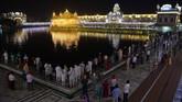 Pemberian nama Diwali sendiri berasal dari kata Sansekerta 'Deepavali' yang berarti rangkaian cahaya lampu terang. (AFP PHOTO / Narinder NANU)