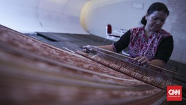 Indonesia Baru Lirik Kain Tradisi Usai 'Heboh' di Luar Negeri