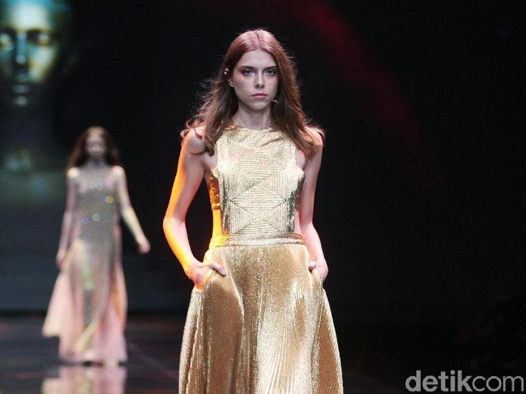 Foto: Gaun-gaun Bordir Cantik Koleksi Terbaru Sapto Djojokartiko
