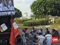 Tagih Janji, Awak Mobil Tangki Pertamina Adang Mobil Jokowi