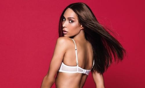 Foto: Gaya Seksi Ines Rau, Transgender Pertama yang Jadi Model Playboy