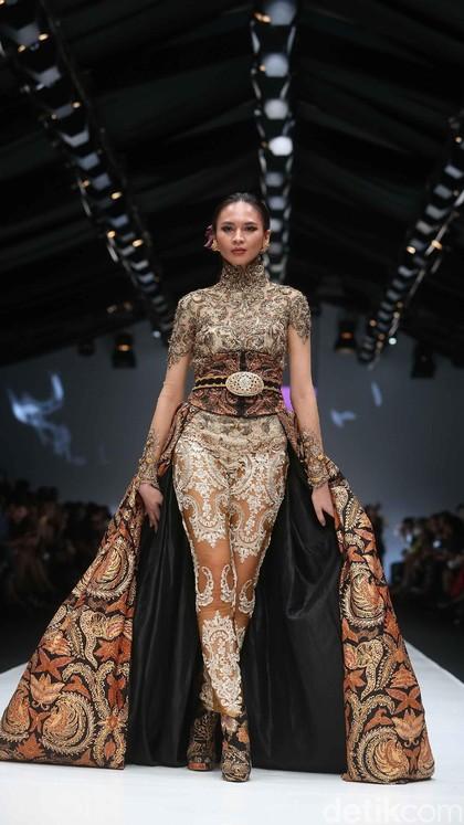 Foto: Melihat 11 Karya Desainer Kebanggaan Indonesia di JFW 2018