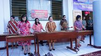 Selain itu, para ibu di kelurahan tersebyt juga aktif dalam hal seni, salah satunya seni musik. Mereka bisa memainkan alat musik kolintang dan membawakan beberapa lagu daerah. Foto: Widiya Wiyanti/detikHealth
